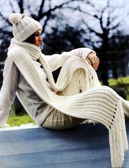 Вяжем шарф и шапку женскую.  Для вязания шапочки и шарфа Вам потребуется: * для шапочки 110 г и для шарфа...