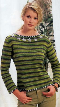 Полосатый пуловер с вышитыми цветами