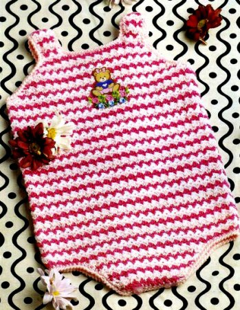 Полосатый комбинезон для новорожденного.  4 пуговицы розового цвета. крючок 2,5. Прочитать целикомВ.