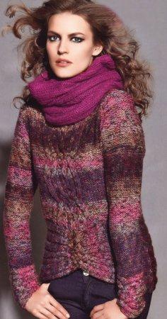 вязаная модель белого длинного свитера вязание спицами