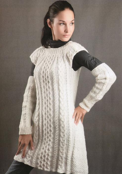 Вязаное спицами белое платье и