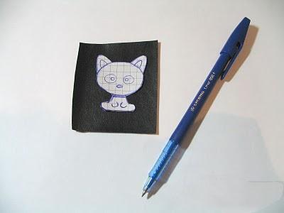 обрисовка контура котенка из бисера