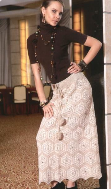 Светлая юбка с мотивами