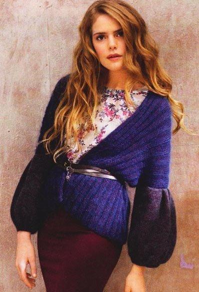 Женская кофта с широкими двухцветными рукавами