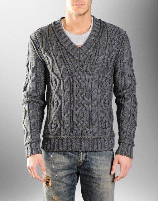 Мужской свитер с V-образным вырезом и узором косичкой, связанный двойной нитью