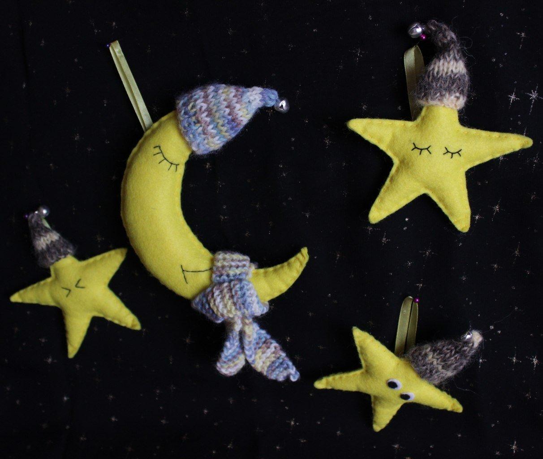 звезды и луна на потолке в детской
