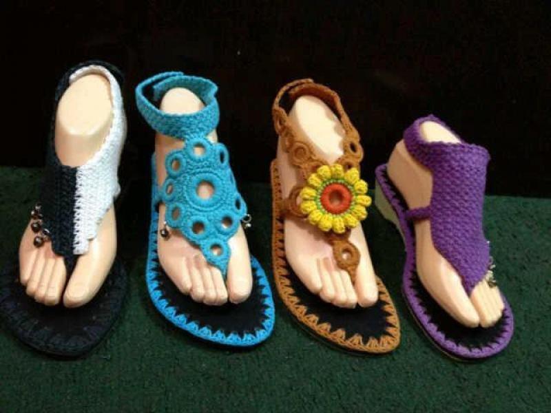 В продолжение темы вязания для ног( вязаная обувь и вязаные гетры), нашла е