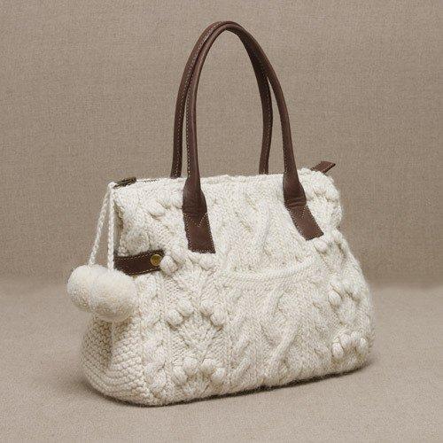 Белая вязаная сумка