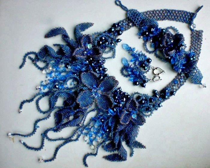 ожерелье из синего бисера