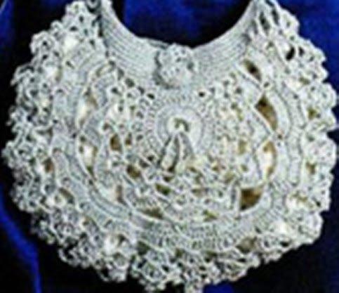 Свадебная вязаная сумочка из ажурных мотивов
