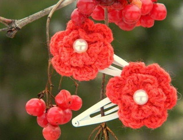 Аккуратная заколка-цветок крючком