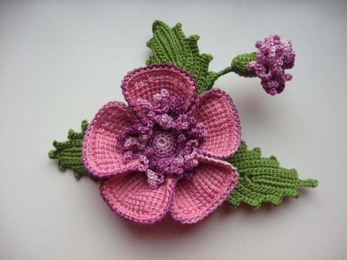 Брошь в виде цветка с бутоном