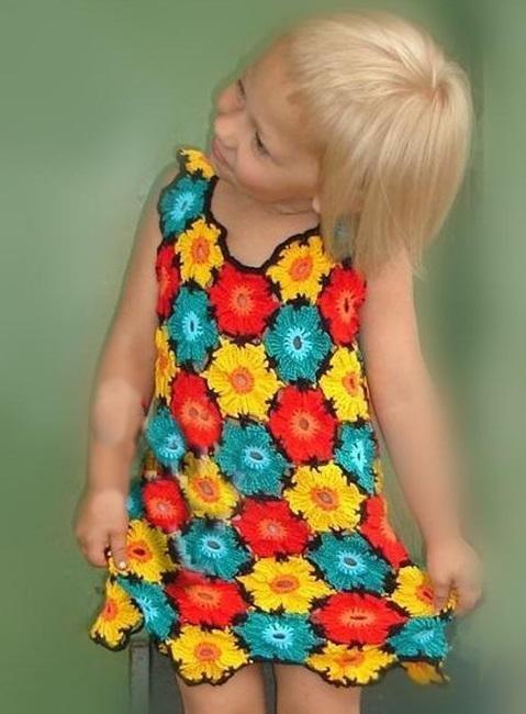 Детское платьице из мотивов крючком