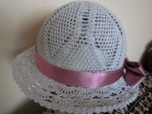 Ажурная шляпка для трёхлетней девочки