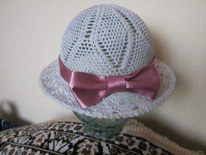 Ажурная шляпка с бантом
