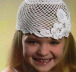 Ажурная белая шапочка для девочки 5 лет