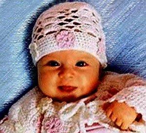Летняя шапочка для новорожденной девочки с цветами
