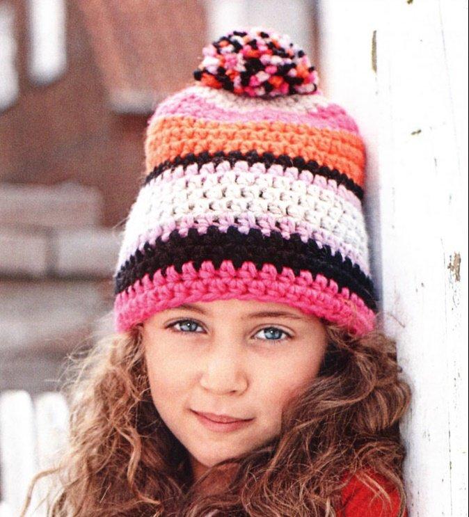 Осенняя шапочка с узором из ярких полос