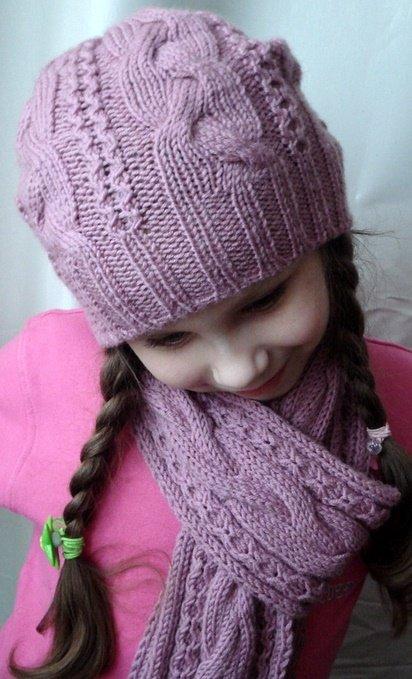 Зимняя  шапочка для девочки с узором из кос