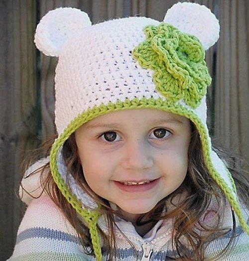 Зимняя шапочка для девочки крючком с цветочком