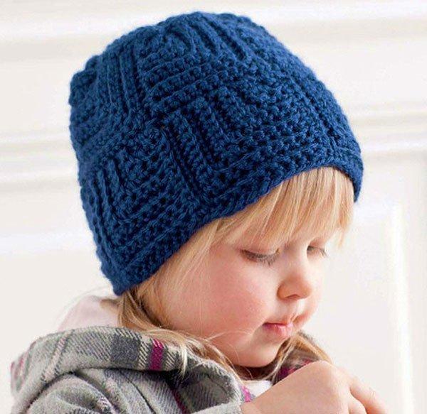 Зимняя шапочка крючком из квадратных мотивов