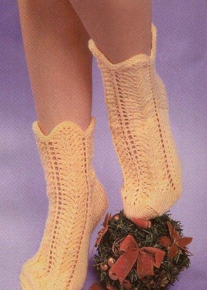 Ажурные носки для девочки спицами