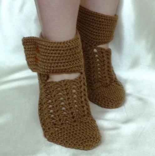 Носочки для девочки крючком