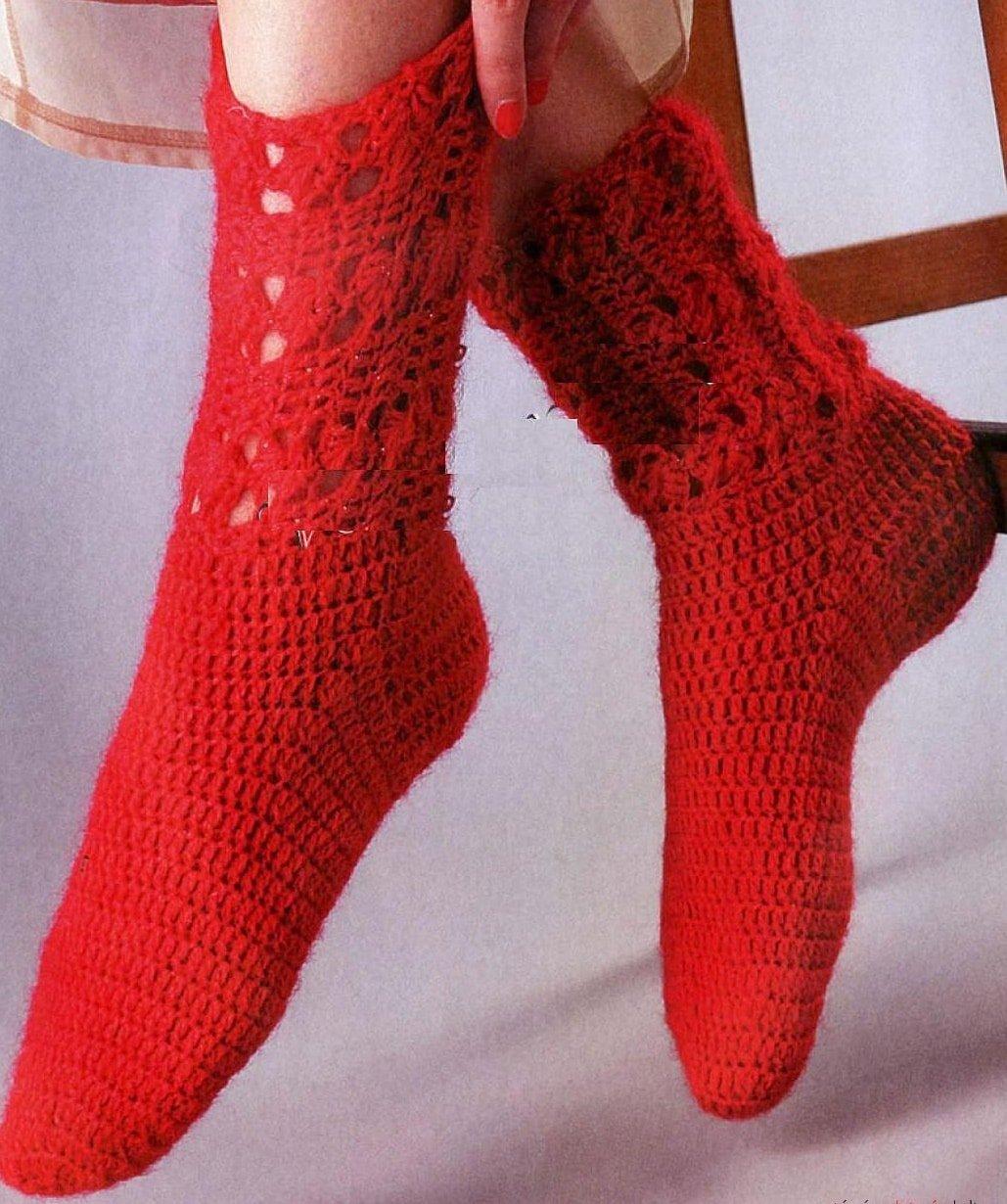 Красные носочки крючком