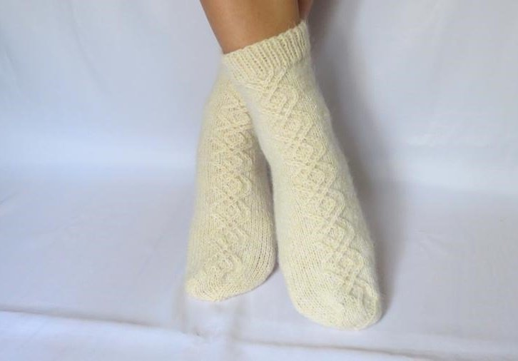 Классические носки для девочки на спицах