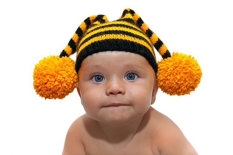 Полосатая шапочка для малышей