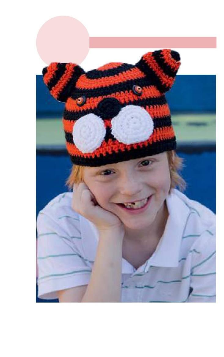 Вязаная шапка Тигренок крючком