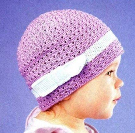 Весенняя шапочка для девочки с бантом