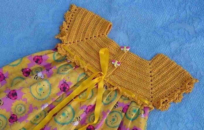 Детское комбинированное платье с вязаной кокеткой