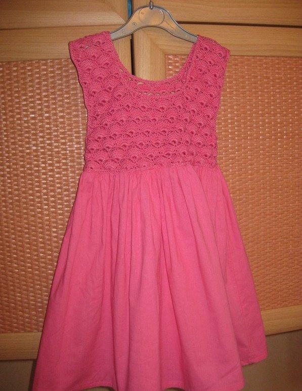 Яркое комбинированное платье для девочки