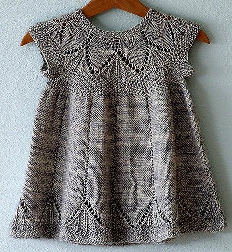 Платье спицами с ажурной кокеткой