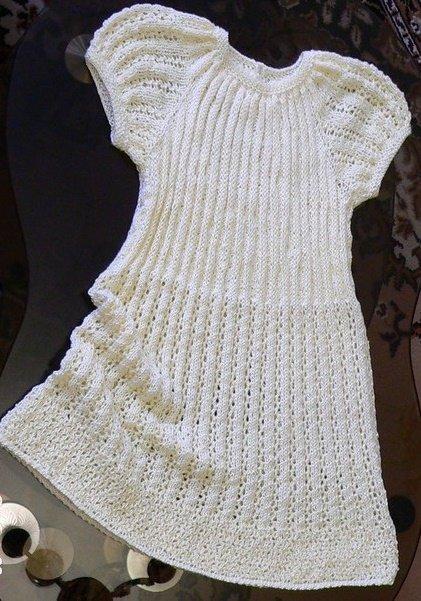 Лёгкое ажурное платье для девочки спицами