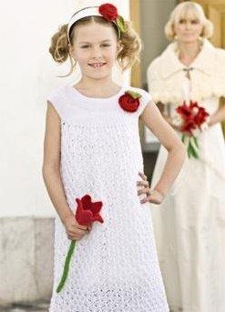 Белоснежное ажурное платье спицами