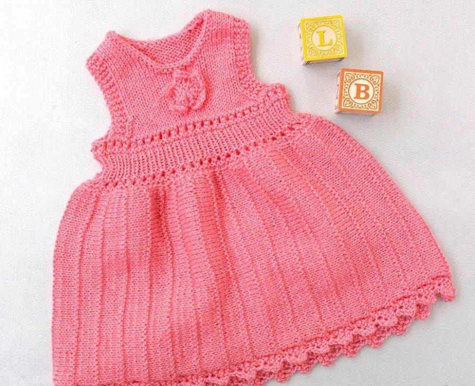 Коралловое платье для новорожденной девочки спицами