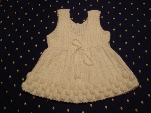 Платье для новорожденной девочки с узором малинка