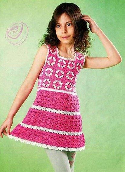Кружевное платье для девочки с квадратными мотивами
