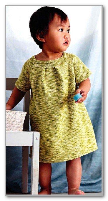 Детское платье реглан из меланжевой пряжи спицами