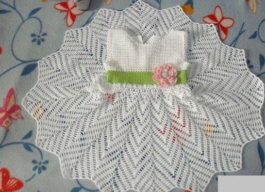 Праздничное платье с кружевным подолом