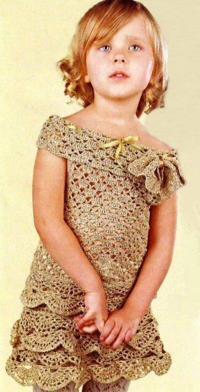 Нарядное платье крючком из золотистой пряжи