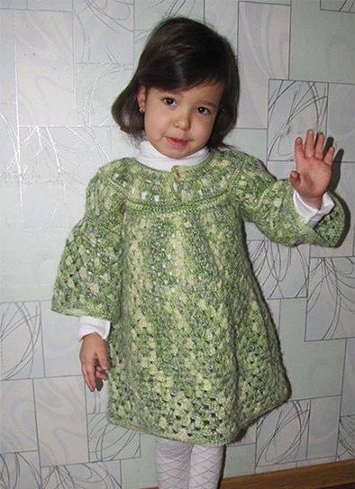 Тёплое платье крючком из меланжевой пряжи