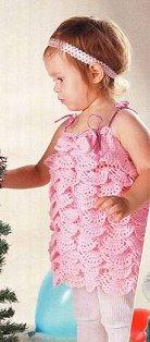 Платье с оборками из нежно-розовой пряжи