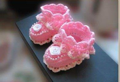Розовые нарядные пинетки крючком