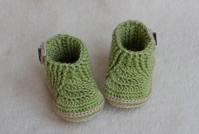 Зелёные пинетки для мальчика крючком