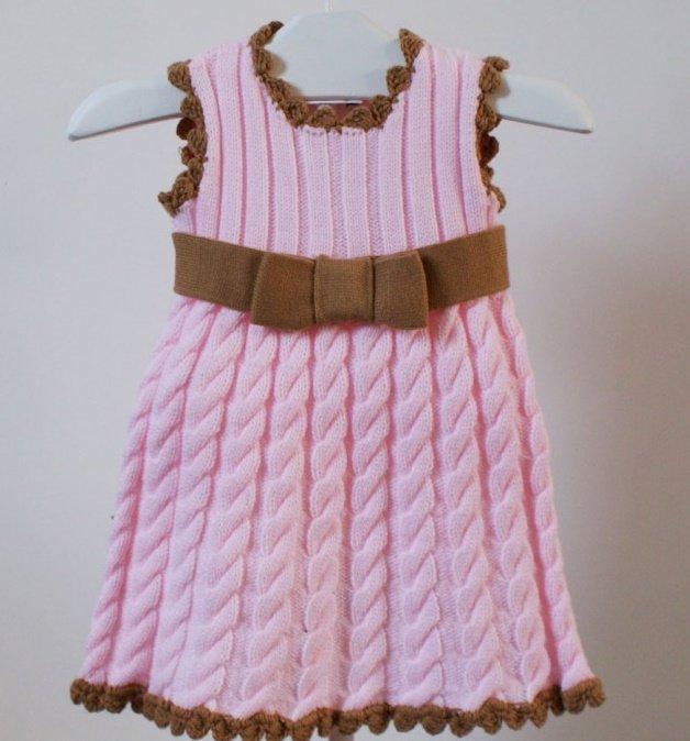 Розовый сарафан с узором из кос