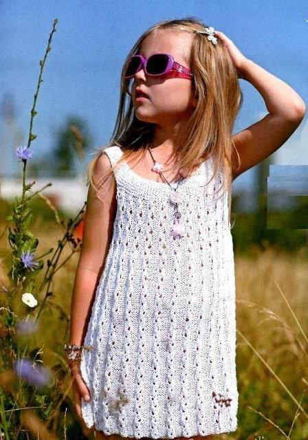 Белоснежный сарафана для девочки спицами
