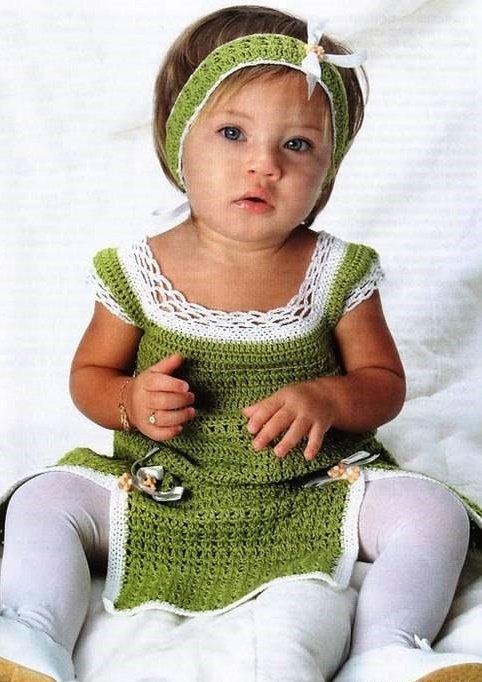 Зелёный сарафан с белой отделкой